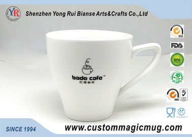 Chine tasse en forme de V de boisson de lait de porcelaine de 11oz 320ml, tasse changeante de photo de couleur fournisseur
